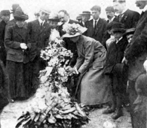 Puting flowers on the grave of Anna LoPizzo