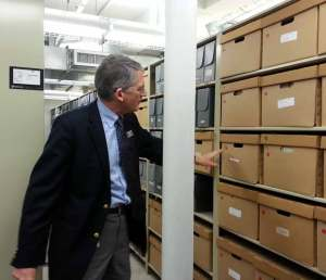 Paul Carnahan, Librarian of the VHS points to the document collection
